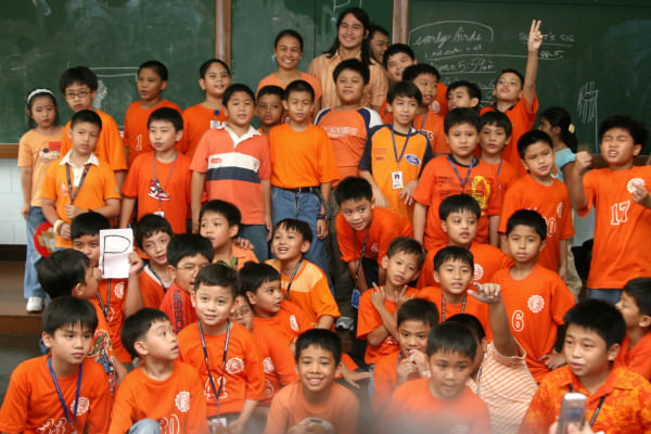 Piolo Pascual with 3 –Sikatuna boys and class adviser Mrs. Rabena
