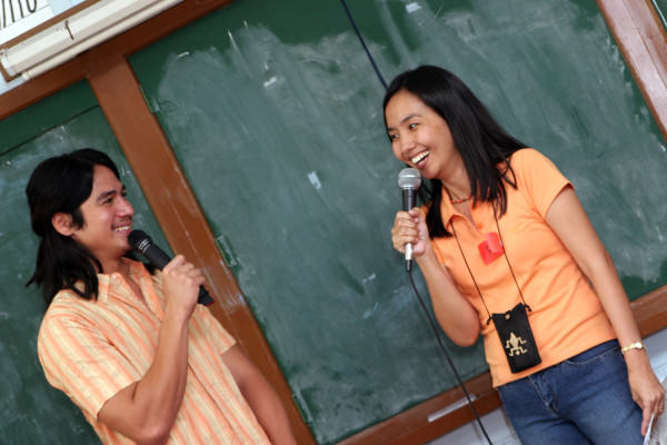Co-hosting with Piolo Pascual. Photo by Ditoy Aguiluz