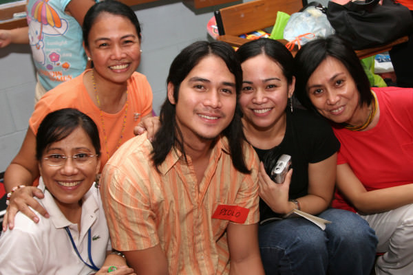 Teachers from different sections came to have their photos taken with Piolo