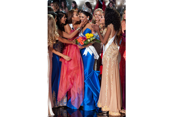 Pia being greeted by the other candidates after she finally got her crown